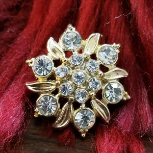 Vintage sparkly little brooch pin gold tone